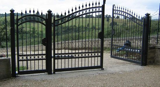 Zweiflügelige Tore