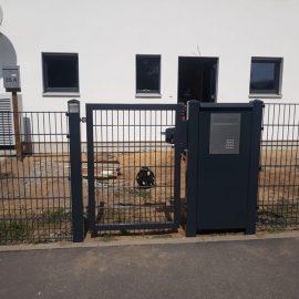 2. Briefkasten mit Gegensprechalnlage WPN 20MR2 in Aluminiumsäule